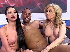Sexy Mature Woman With A Great Body Enjoying A Hardcore Interracial Threesome