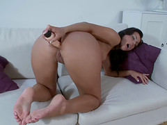 Sexy Simone Style uses a big dildo instead of a dick