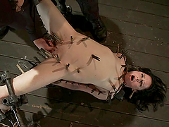 Scarlet Faux gets her cunt fisted while having lots of pegs on her body