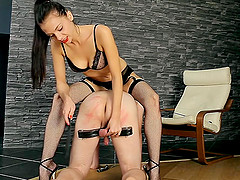 Anita's man is a submissive slave and she's here to boss him around!