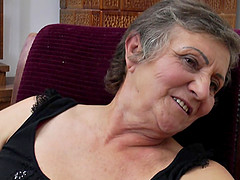 Granny pussy lovely licked by long hair lesbian babe