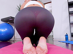 Bombastic slut India is amazing when sucking a dick