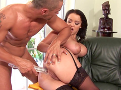 Liza Del Sierra plays with a dildo before being ravished well