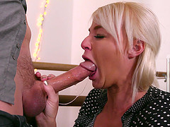 Blonde cutie London River sucks a dick like her life depends on it