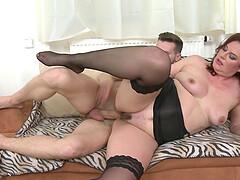 elegante brunette porno