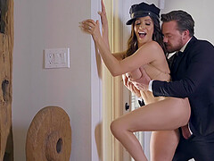 Buxom MILF Ariella Ferrera pounded and gets a facial from her driver