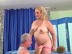 Old Masseur Rubs Thick Mature Slut Summer with Fingers and Toys