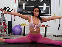 Katana Kombat enjoys the best fuck at the gym with her trainer