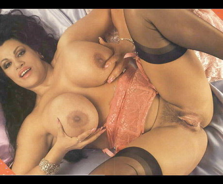 kira reed gets naked for play boy
